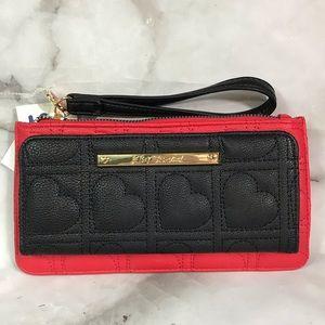 💥 Betsey Johnson heart wallet wristlet
